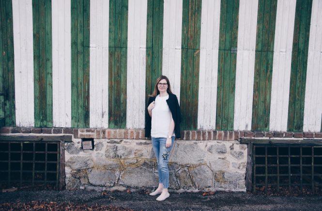 Streetstyle: Jeans mit Blumen Stickerei und Spitzen Bluse