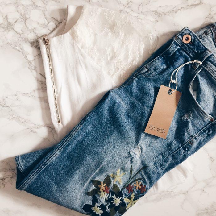 Jeans mit Blumen Stickerei und Spitzen Bluse