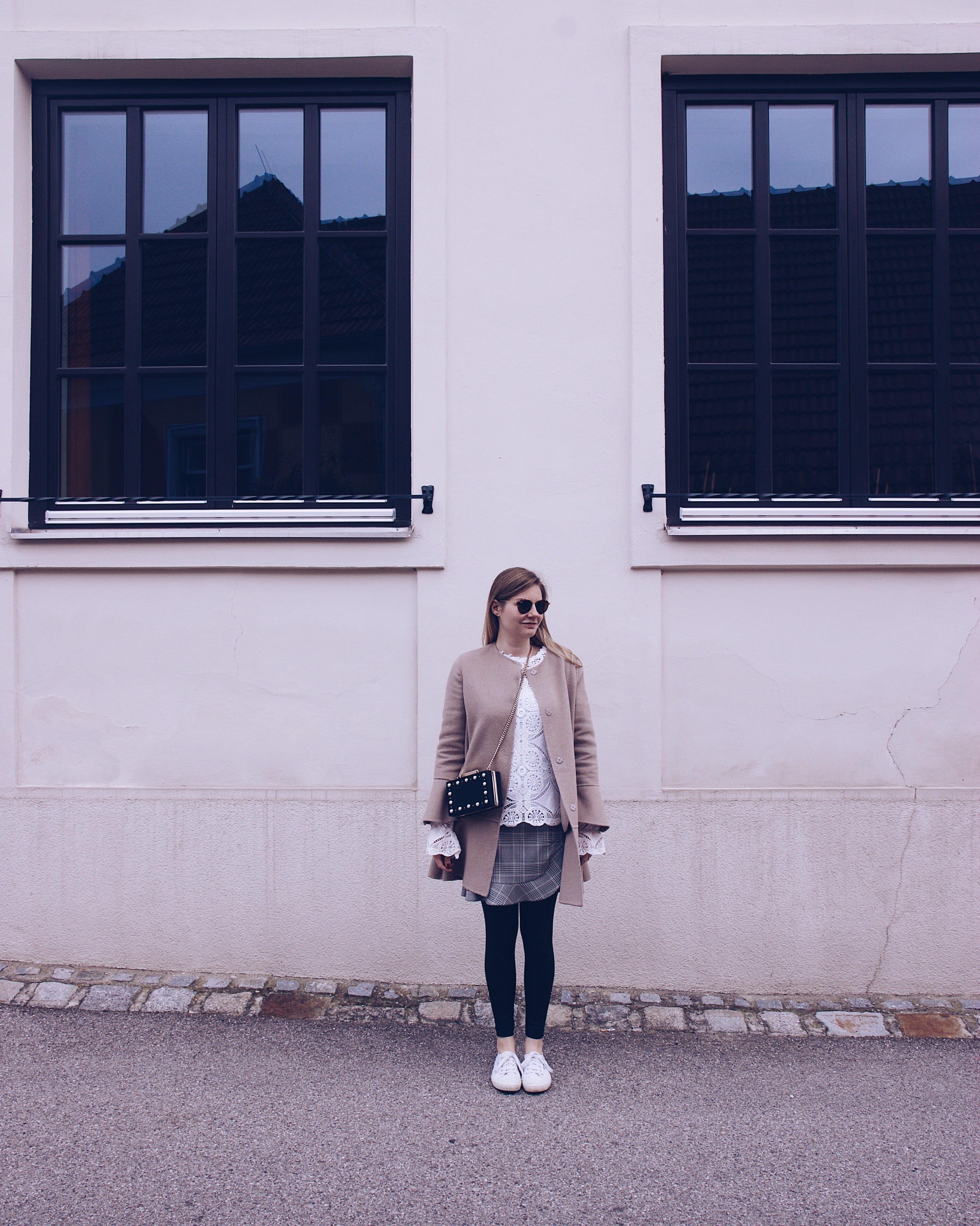 Zara Mantel, Volant Rock, Spitzenbluse