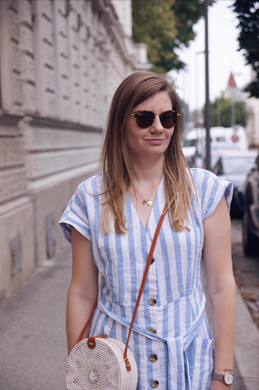 Mango Kleid, Missoma Mantra Halskette