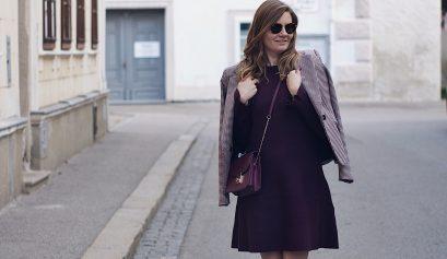 Streetstyle Herbst Outfit: Stiefeletten mit NIeten, Kleid und Blazer