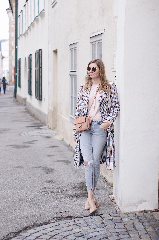 Karomantel mit Mos Mosh Bluse und Jeans