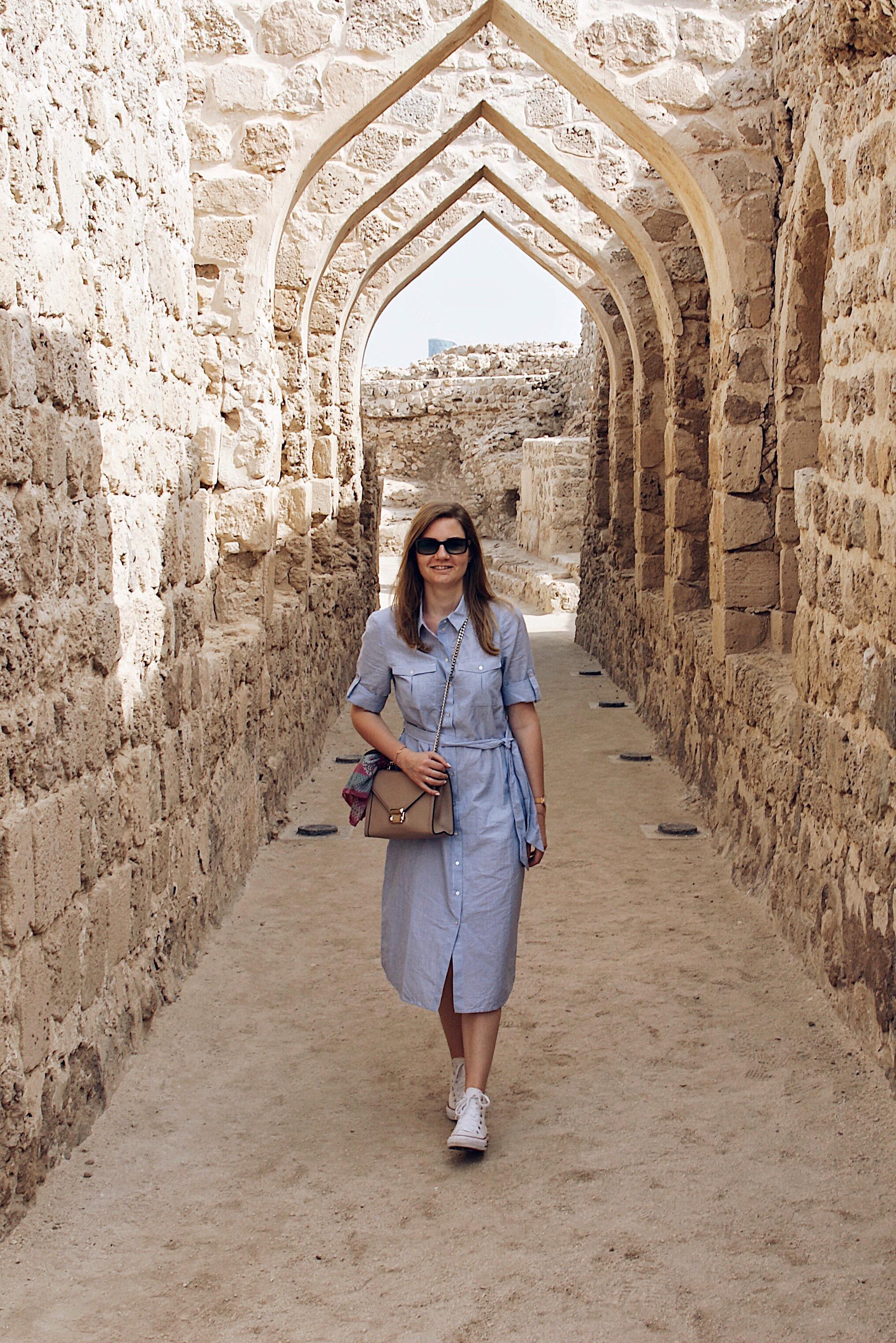 what to wear in dubai, abu dhabi, oman, bahrain