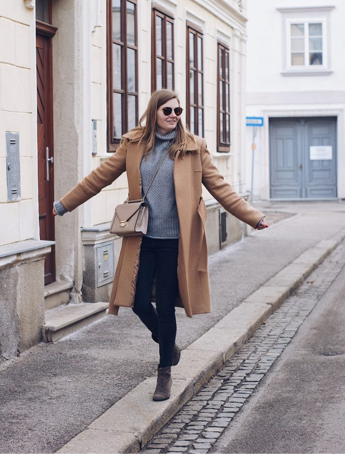 Winter Outfit Camel Mantel