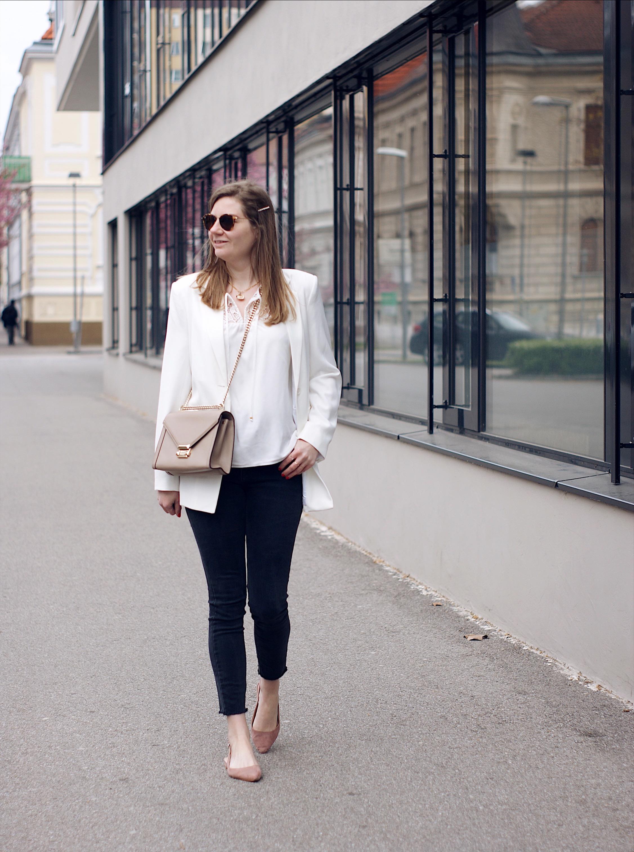 Wie kombiniert man einen weißen Blazer? | daisiesandglitter