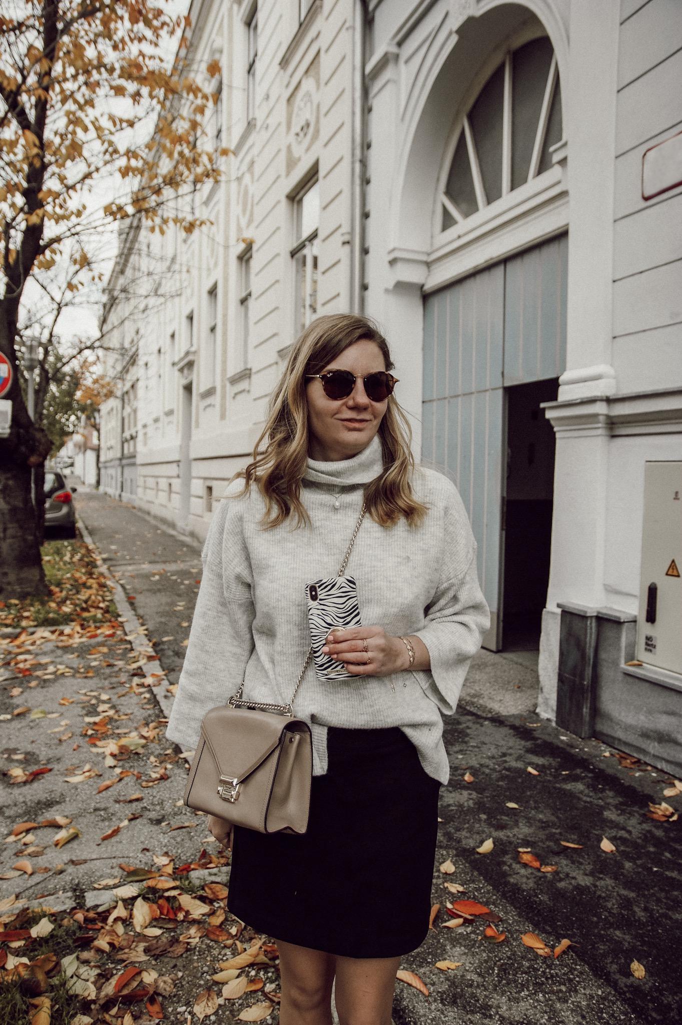 Outfit mit Lederrock schwarz beige