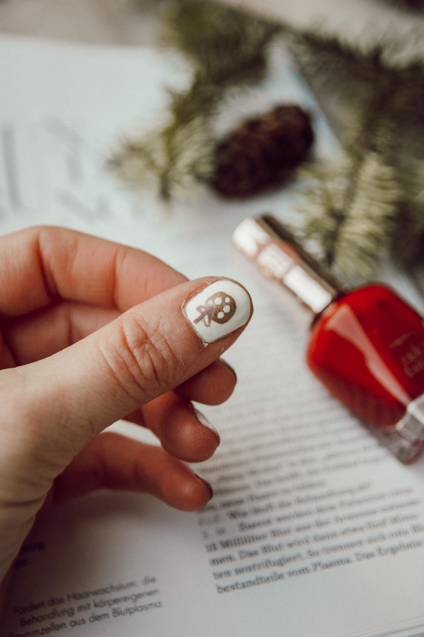 Christmas nail art, nails, Sally Hansen