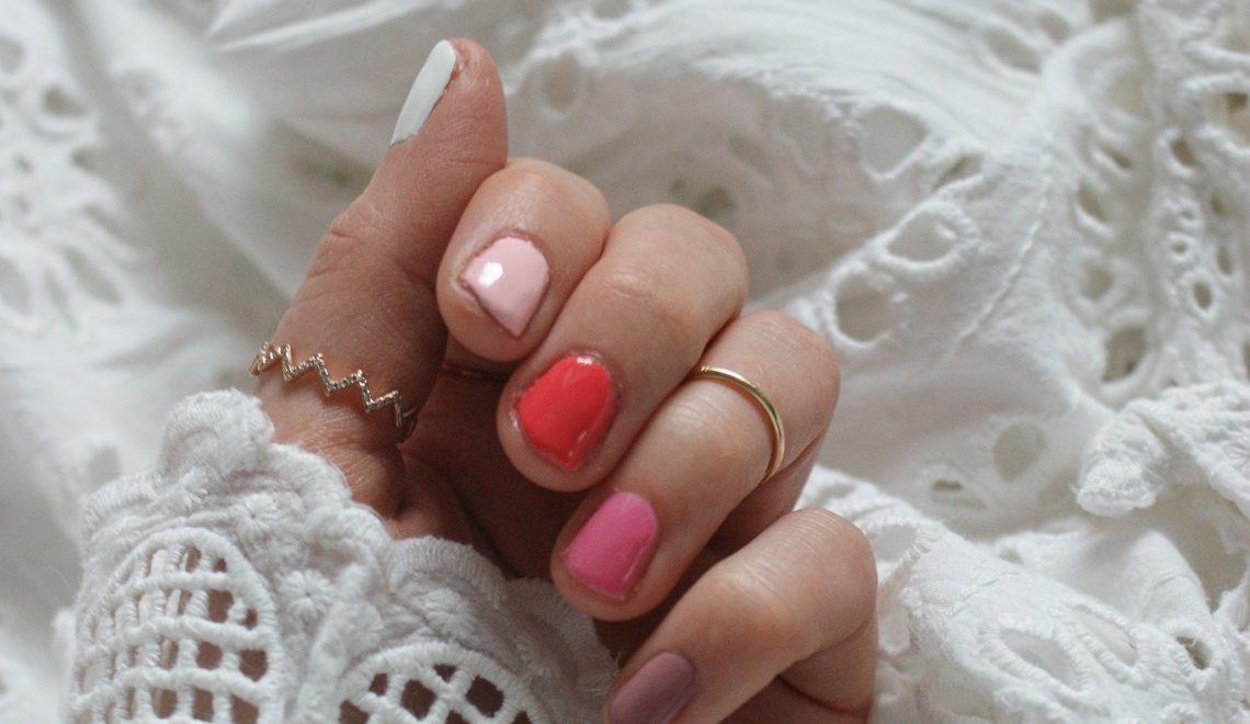 Rainbow nails: So geht der angesagte Nail Trend