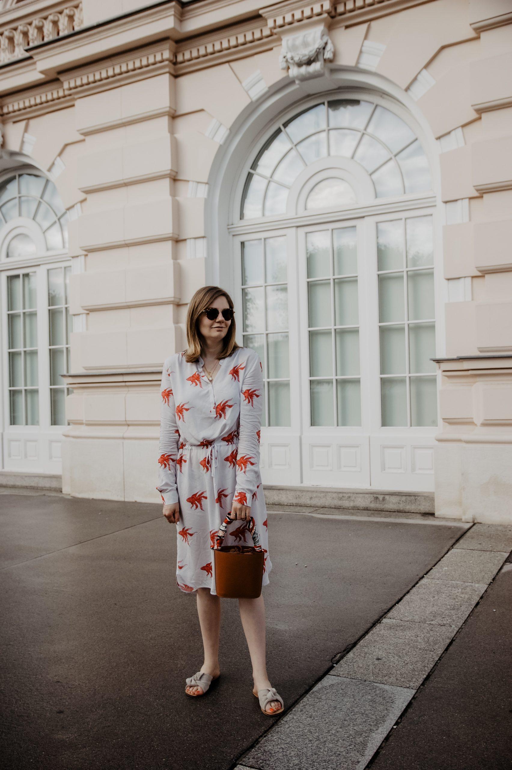 Sommerkleider mit Print kombinieren
