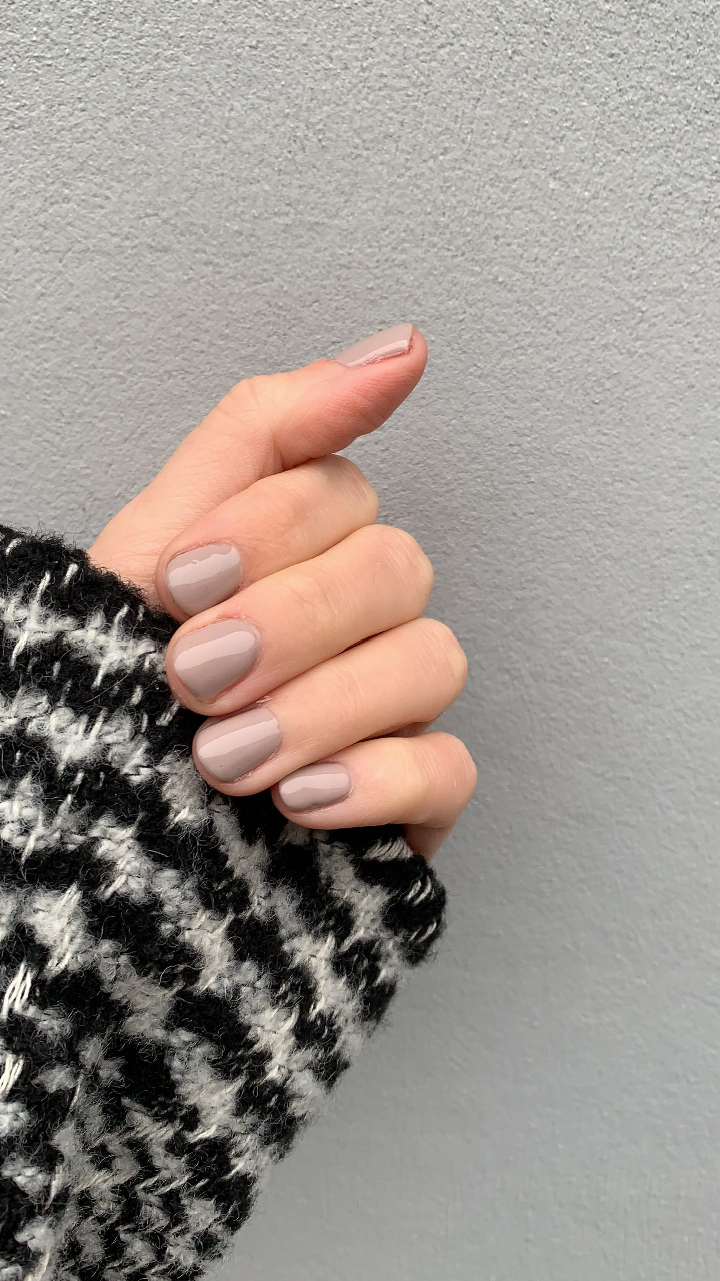 Striplac nude nails beige nails