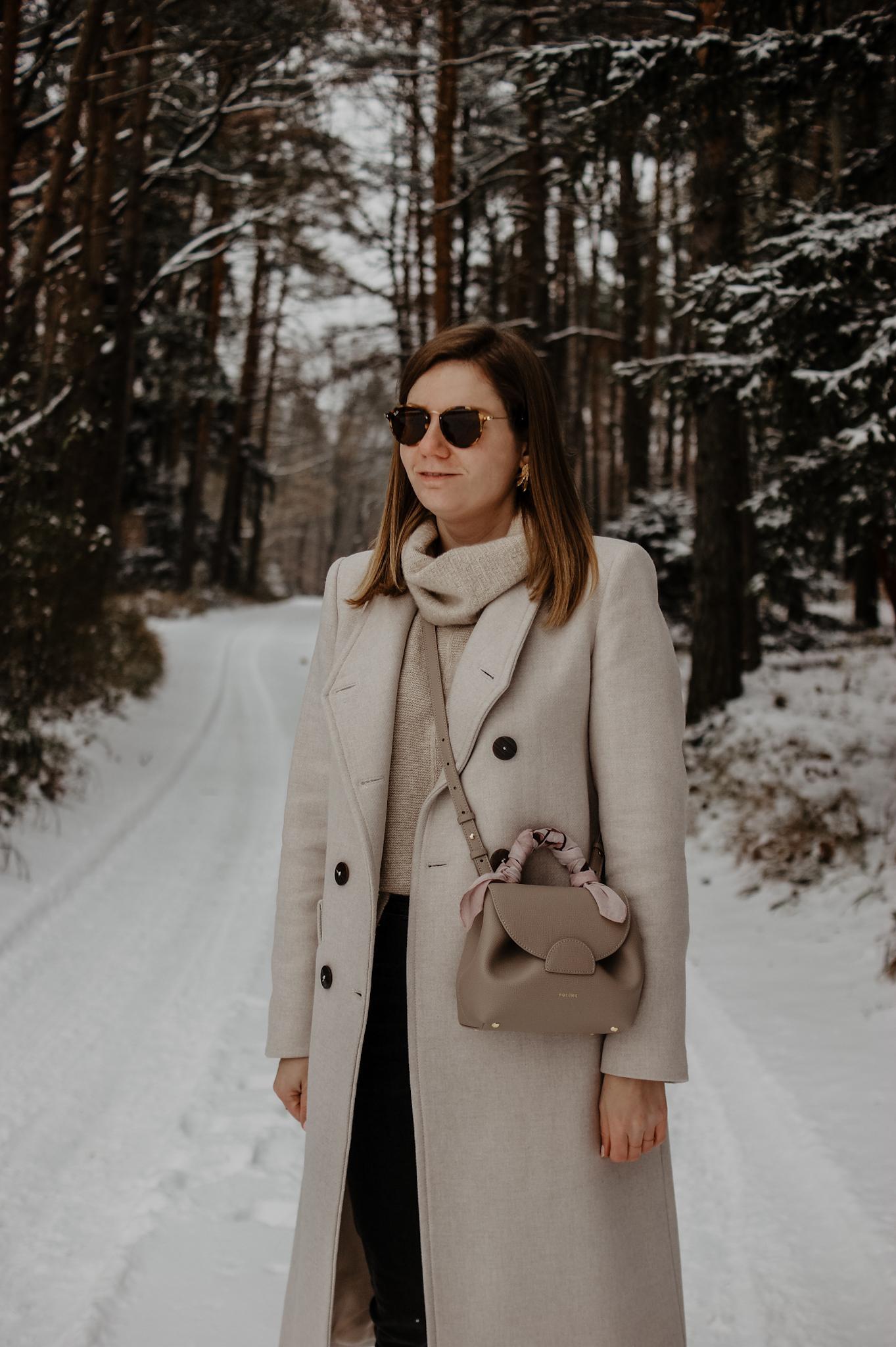Winteroutfit im Schnee