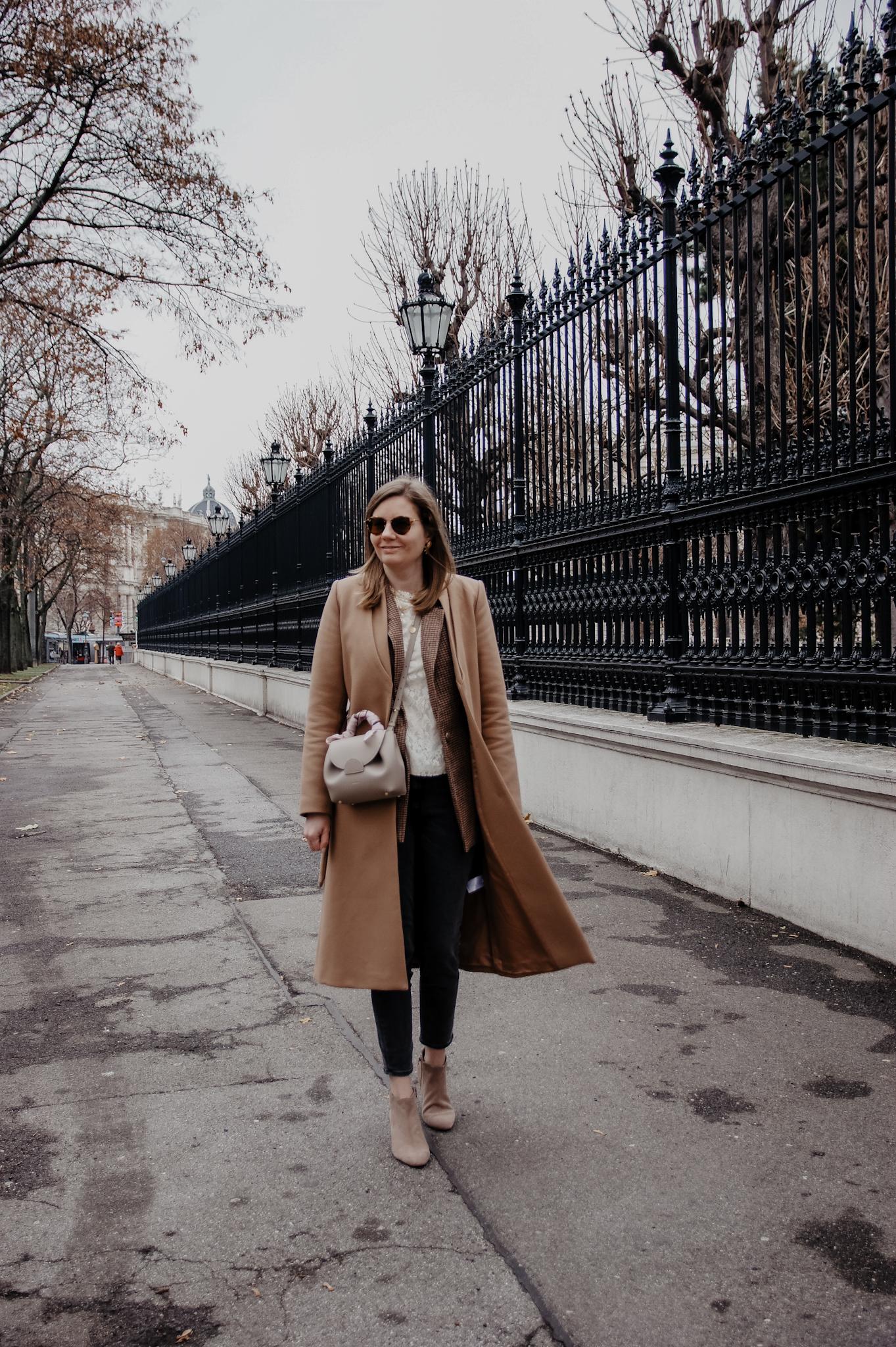 Winter Outfit Blazer, Jeans, Polene, Bluse camel coat