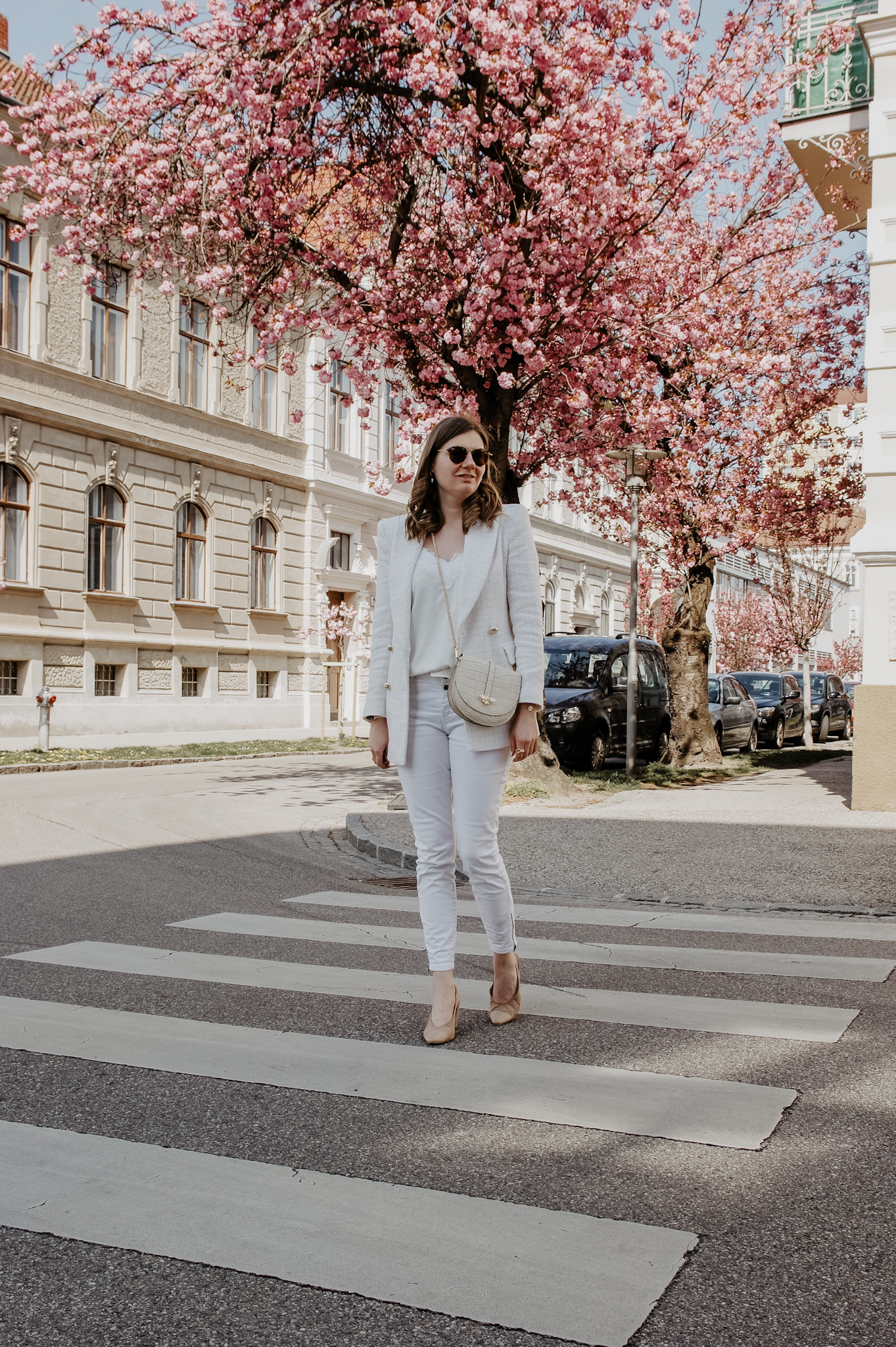 Zara Blazer, white Jeans, Outfit, spring, cherry blossom