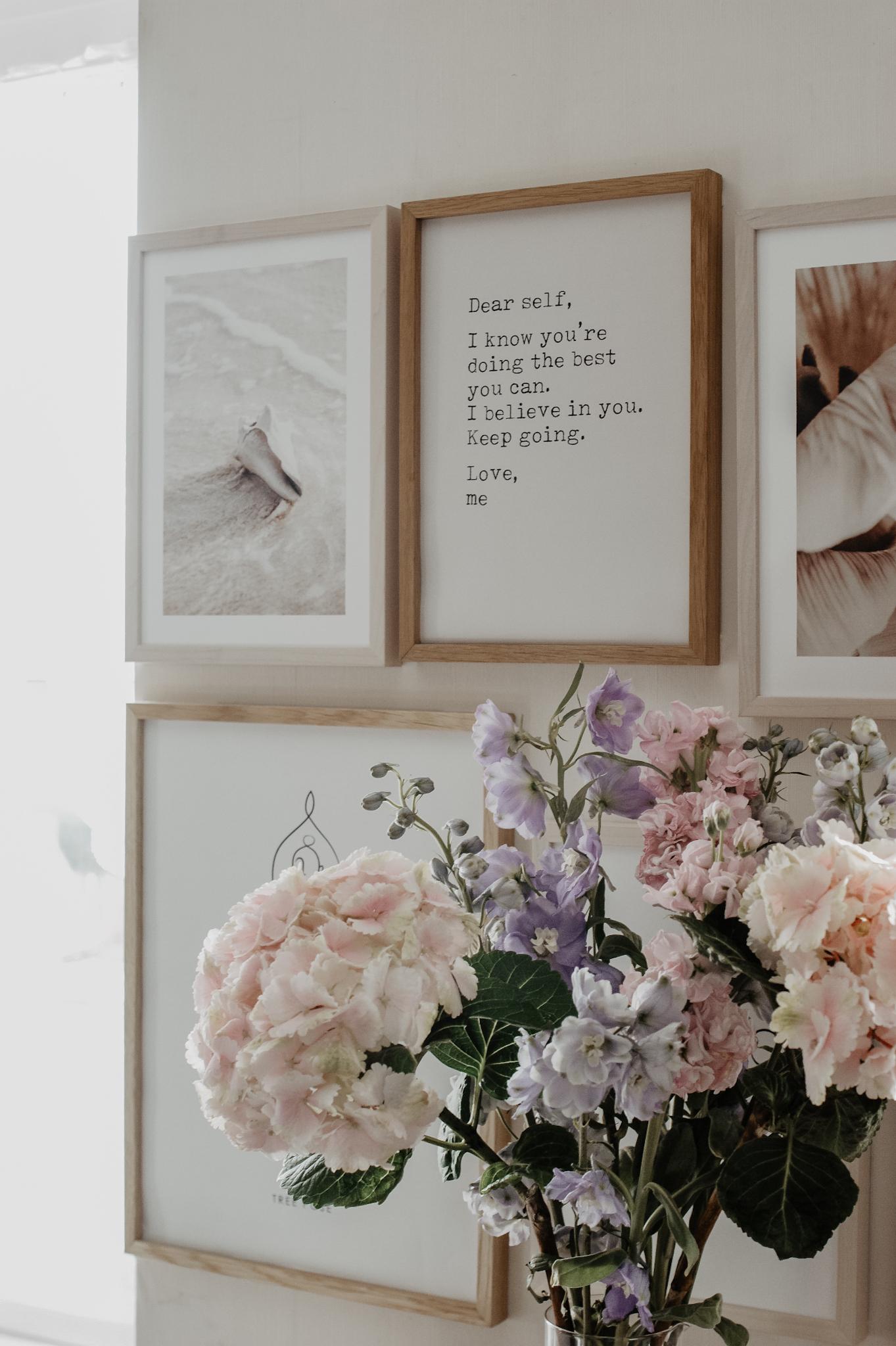 Bilderwand mit Postern von Desenio