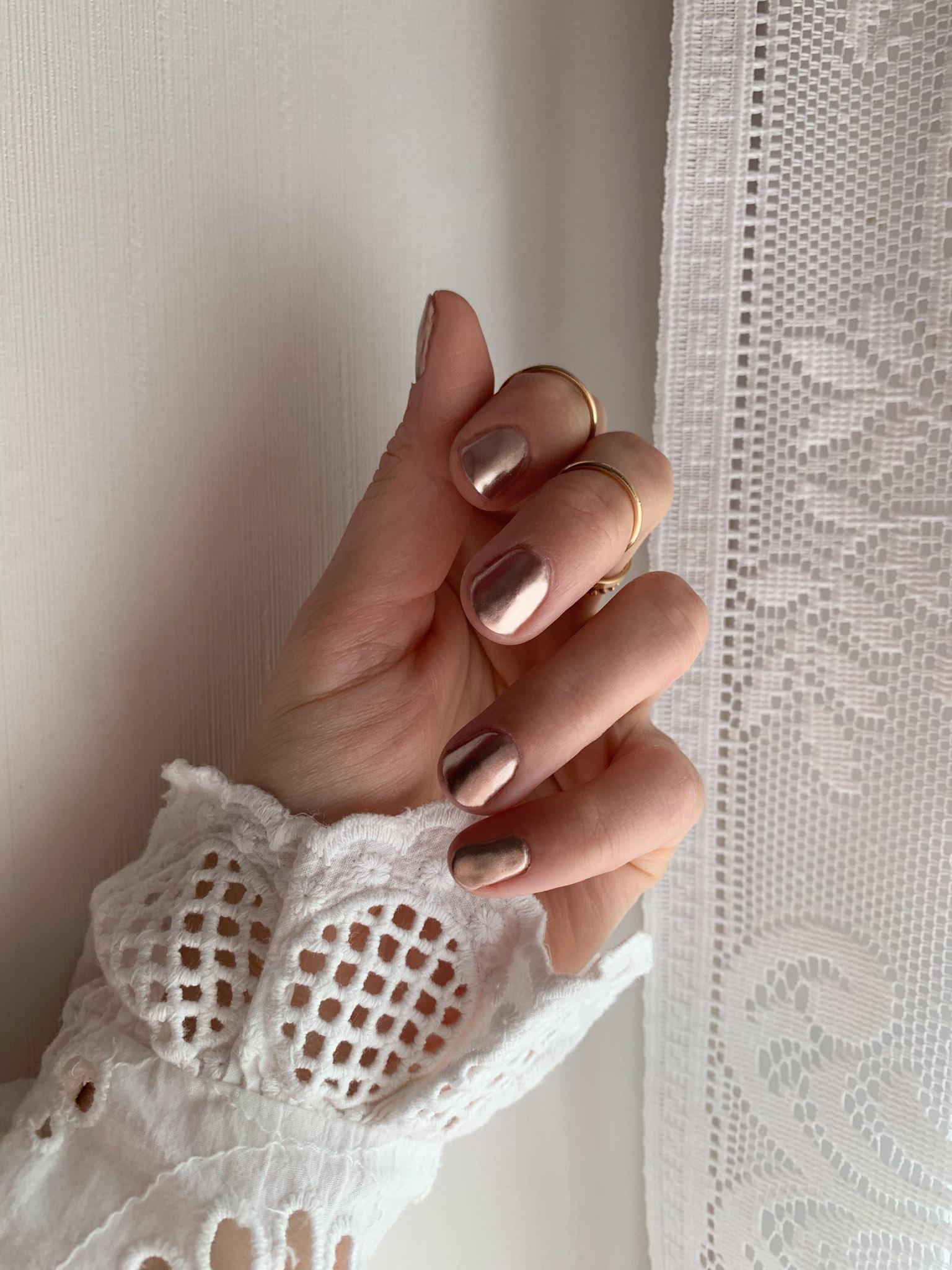 Striplac Alessandro autumn nails chrome nails